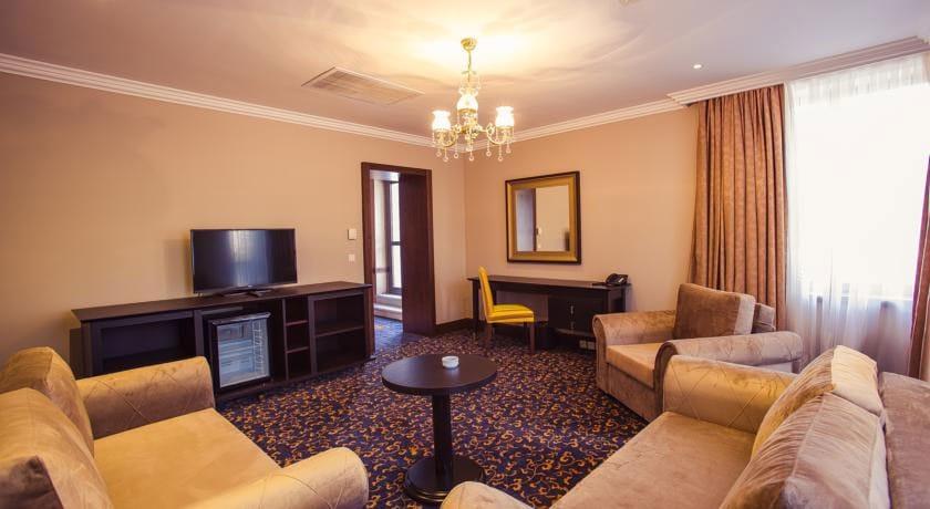 Intourist Palace Terrace Suite