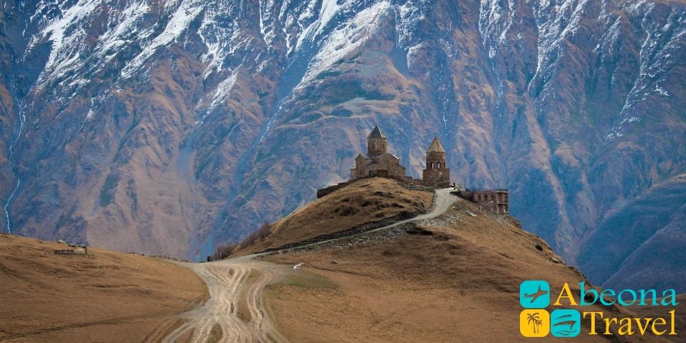 Экскурсия Ананури Гудаури и Казбеги