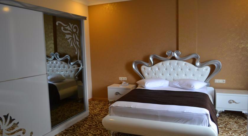 Grand Rixoss Suite Room