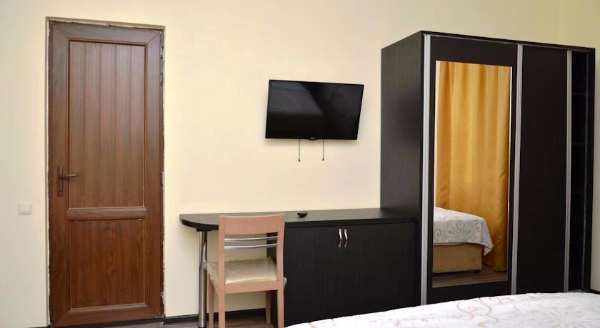 Chveni Ezo Family Room
