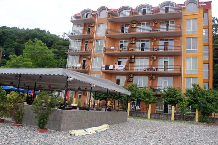 Lazuri Hotel