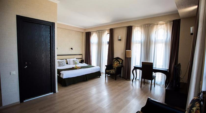 Old Tiflis Junior Suite