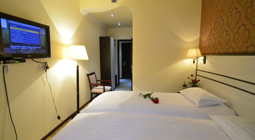B. Palace Standart Triple Room