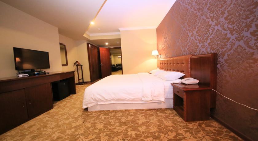 B. Palace Suite