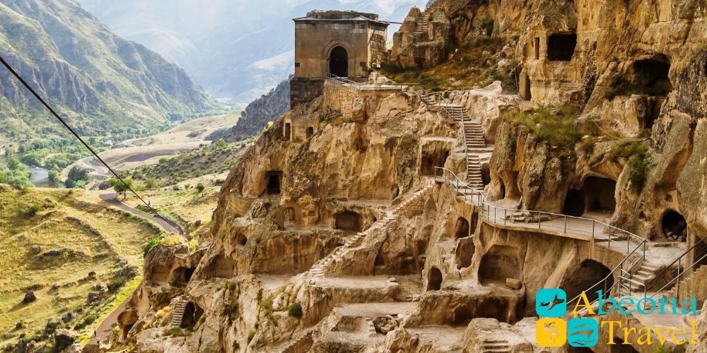 Пещерный город Вардзия и крепость Рабат