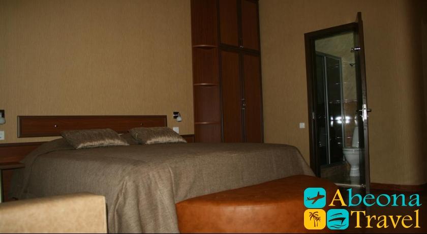 Pavo Standard Single Room
