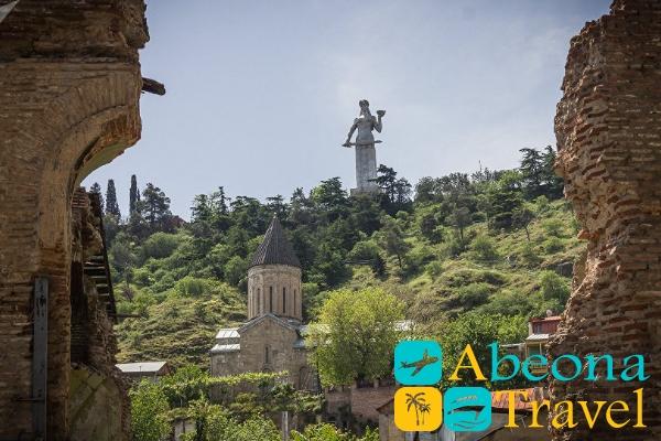монумент мать грузия