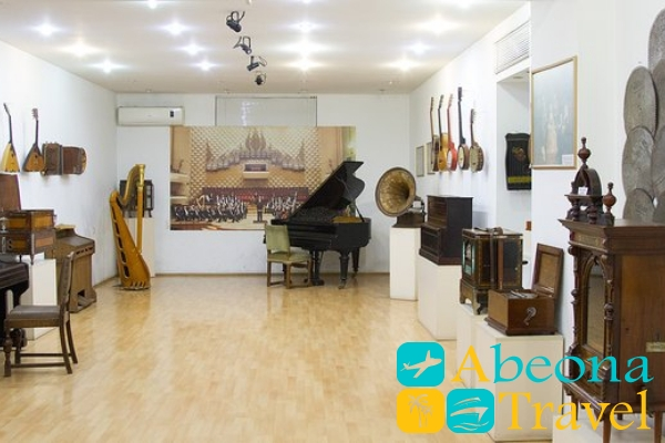 Folk music and musical instruments Museum