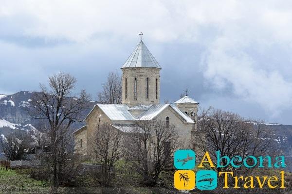 Храм святого Георгия Мравалдзали